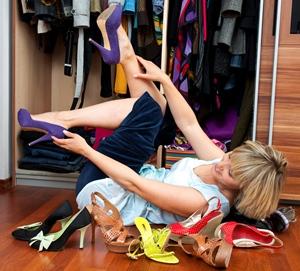 Após experimentar ou usar os sapatos, guarde-os em local adequado para evitar a bagunça